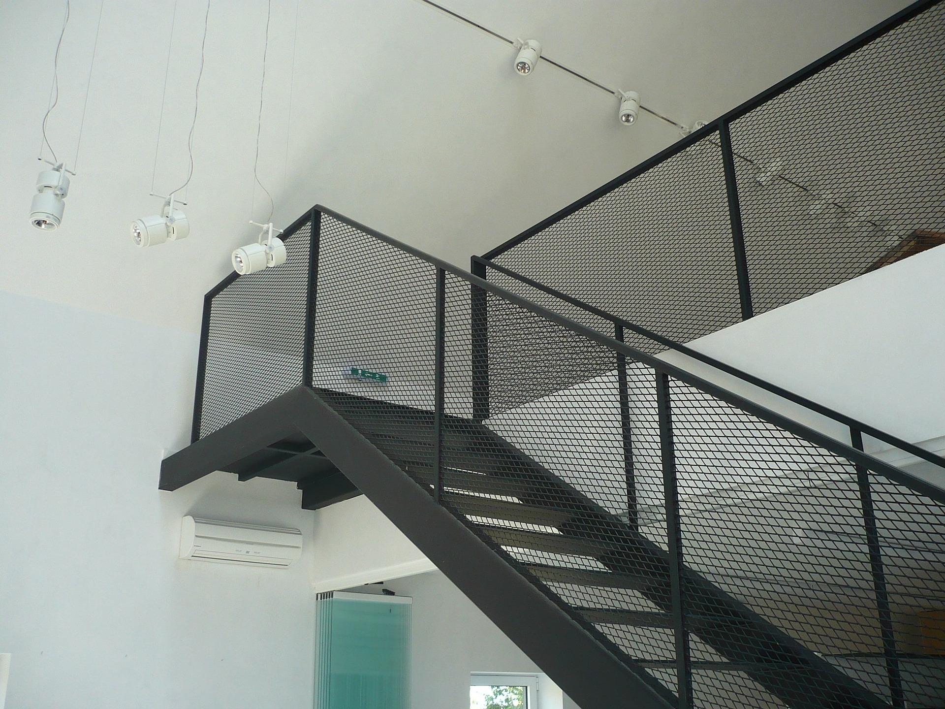 stopnie schodowe z metalu