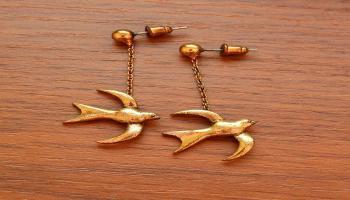Wpływ złotych kolczyków na dorosłość