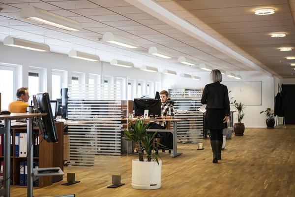 Nowocześnie zaprojektowane wnętrze biura