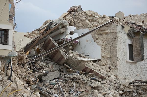Jak zarobić na rozbiórce budynku?