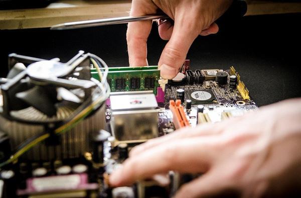 Profesjonaliści od napraw komputerów